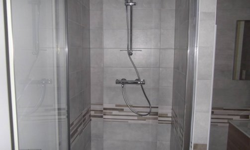 salles de bain en faïence et frise décorative Lons-le-Saunier